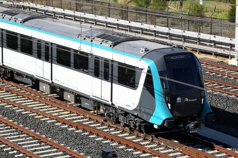 由香港鐵路公司領導營運的澳洲雪梨地鐵西北線(Sydney Metro Northwest),採用無人駕駛系統,今(26)日通車不久就因故障和延誤問題而陷入混亂。(歐新社)