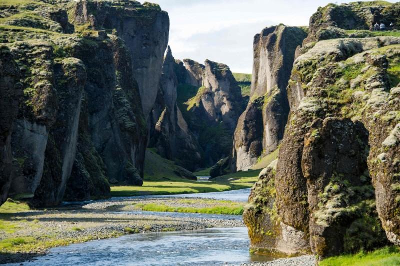 冰島羽毛峽谷有「世界最美峽谷」之稱,近年因為加拿大歌手小賈斯汀拍攝MV來取景,吸引約100萬名遊客前來觀光。(法新社)