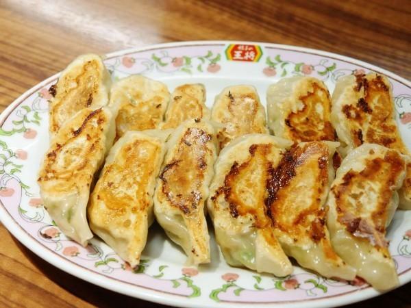 許多台灣遊客訪日時,都會特地蒞臨品嚐王將餃子最有名的日式煎餃。(圖擷取自網路)