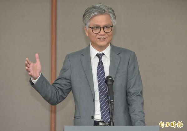無黨籍參選人吳蕚洋表示,若順利當選台北市長,會下單送鳳梨酥給邦交國,「那些國家說不定吃了之後,覺得『很好吃』,就不會跟你斷交了」。(資料照)