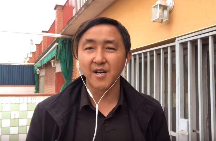 中國網友「老黑公民」在影片中說,中國一打台灣,台灣血性男兒會讓共產黨吃苦頭。(圖擷取自老黑公民YouTube)