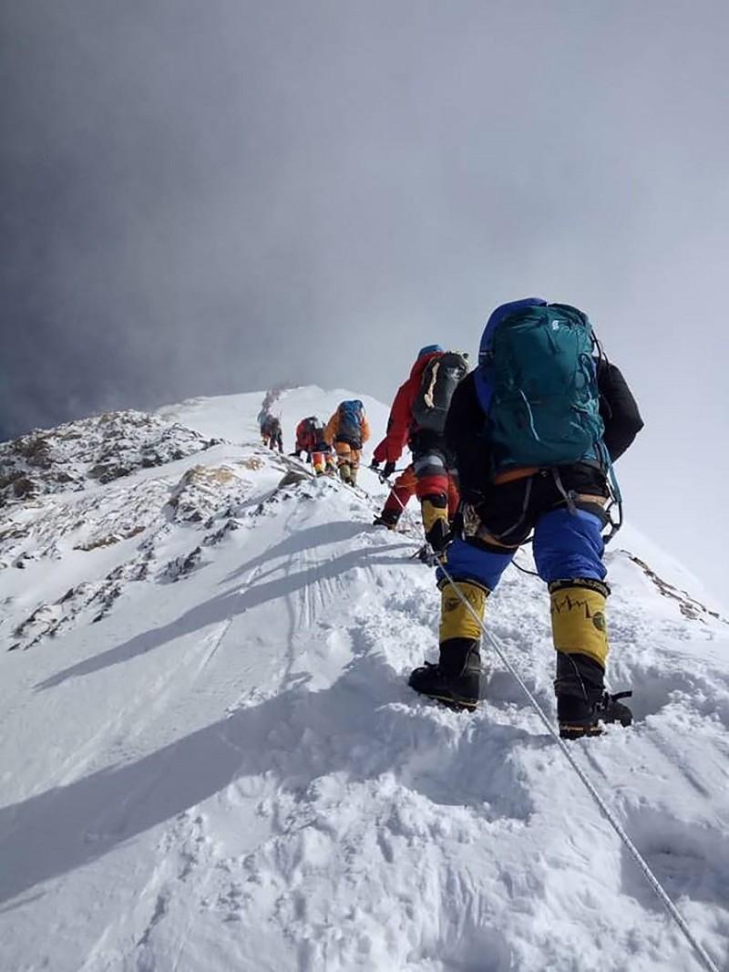 過去3天內已有至少7人為了攻頂珠峰,不幸死亡。(法新社)