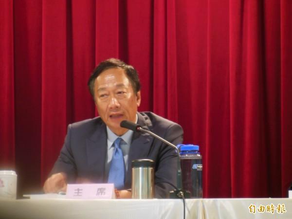2015年郭董在會議中怒嗆廢死團體的影片被起底,有網友表示「根本是台灣杜特蒂」。(資料照)
