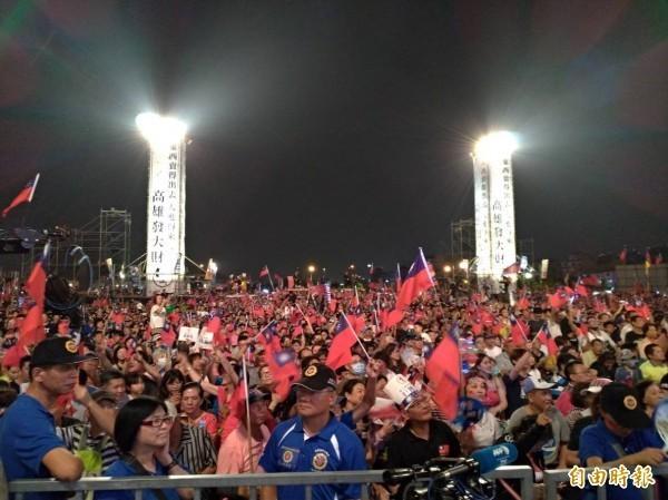 周偉航認為,韓粉雖被一路恥笑到底,卻也還是把韓國瑜拱起來,呼籲綠營支持者不要拉不下臉。(資料照)