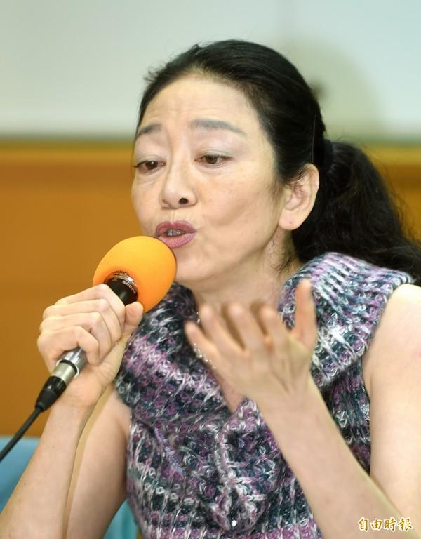 「地震國告別核電-日台研究會」發起人陳弘美表示,台灣人民一方面瘋狂到日本旅遊,一方面卻不敢吃流通在日本全國的核災5縣市食品,十分「歇斯底里」,也顯示核災典型的「風評之害」,是核災國一輩子無法滅的火。(資料照,記者方賓照攝)
