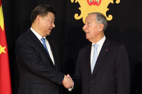 葡萄牙總統近日與習近平會晤時,竟當場流下口水。(歐新社)