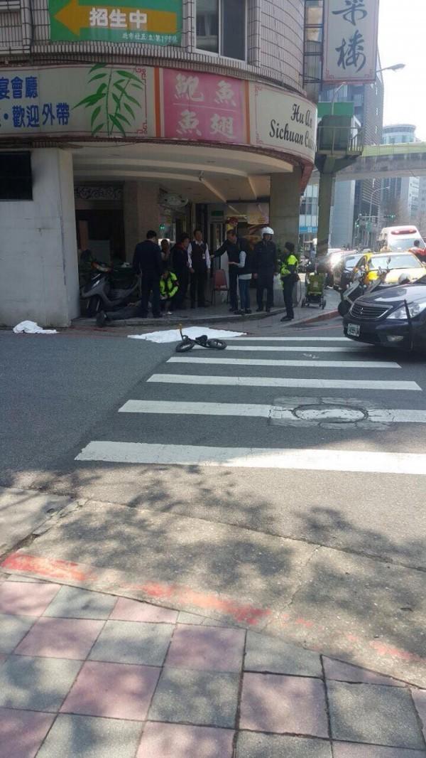 台北市內湖區環山路發生疑似隨機殺人案,一名女童身首異處慘死。(圖擷取自爆料公社)