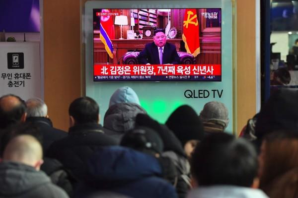 北韓領導人金正恩發表新年賀詞,除了致敬南韓外,也表明可以隨時與美國總統川普進行第二輪對話。(法新社)