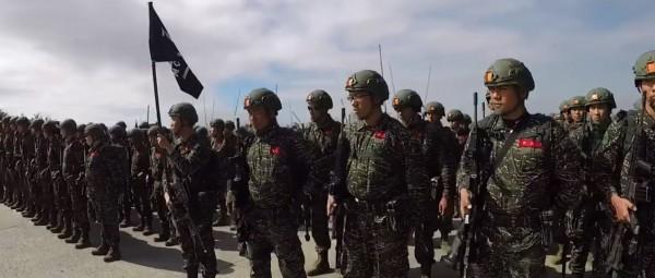 影片中納入海軍官兵每天的工作、訓練、操演畫面。(圖擷自臉書)