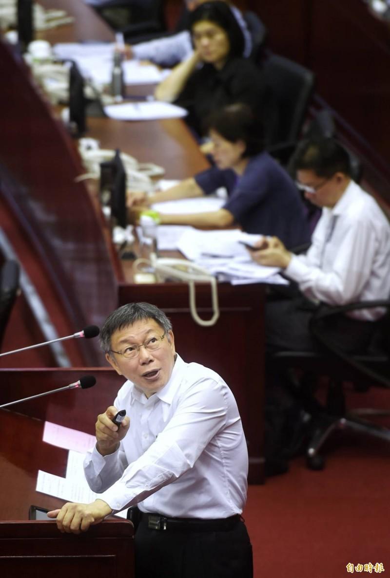 台北市長柯文哲今日赴北市議會進行專案報告。(記者方賓照攝)