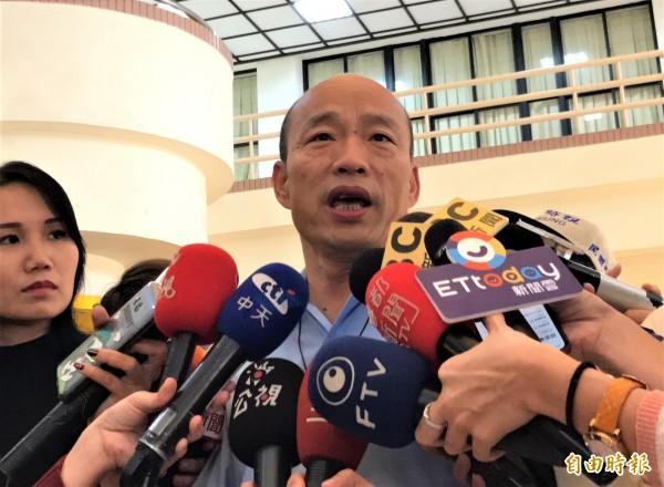 蔡英文呼吁「不要再讲九二共识」,高雄市长韩国瑜(见图)今天开玩笑地回应,「那九二无铅汽油要不要改一下」?此话一出,网友怒批「又在乱导了」。(记者洪臣宏摄)