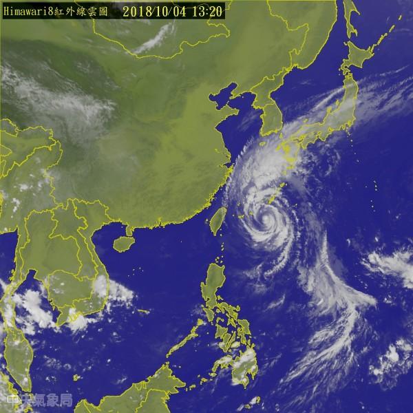 今年第25號颱風「康芮」進入不利發展海域,威力持續減弱,雲圖可以明顯看出其對流強度明顯消散。(中央氣象局)