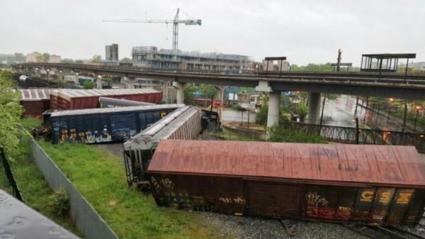 美國華盛頓1日發生載運有害物質的火車出軌翻覆意外。(路透)