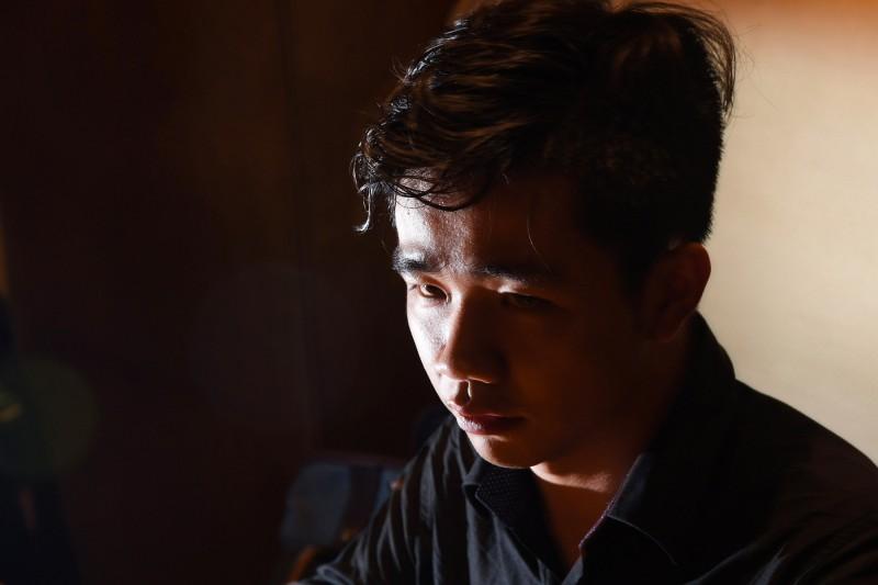 21歲的李家寶(見圖)來自山東,目前就讀嘉南藥理大學。他11日透過推特直播,批評中共總書記習近平去年修憲「稱帝」後,中國「比辛亥革命前」更黑暗。(中央社)