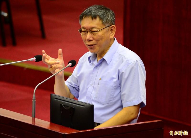 台北市長柯文哲(見圖)今天赴市議會施政報告,答覆議員詢問有什麼話想對參選總統的高雄市長韓國瑜說?他脫口而出說:「他完了。」(記者王藝菘攝)