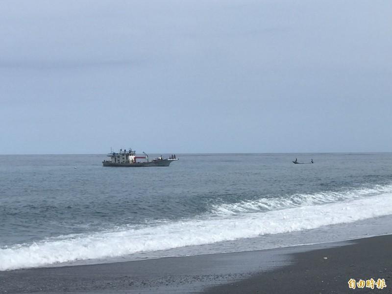 台東國中小學生參加夏令營在海邊戲水時,意外遭大浪捲走,目前有一名國中生失蹤。(資料照)