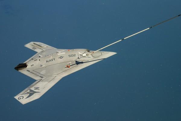 美國海軍的X-47B無人機(見圖),在2015年進行最後的測試後,美國軍方以預算為由暫時耽擱計畫。(歐新社)