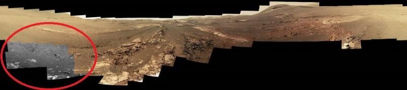 此為機會號回傳未經處理的原始影像,左下角顏色呈灰階(紅圈處),顯示機會號的過濾器在龐大沙塵襲擊下無法順利運作,導致機體組件在風暴中逐漸失能。(擷取自NASA)