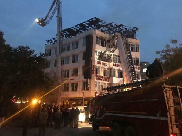 火勢在上午7點30分獲得控制,並救出35人,不過大火已造成至少17人死亡。(美聯社)