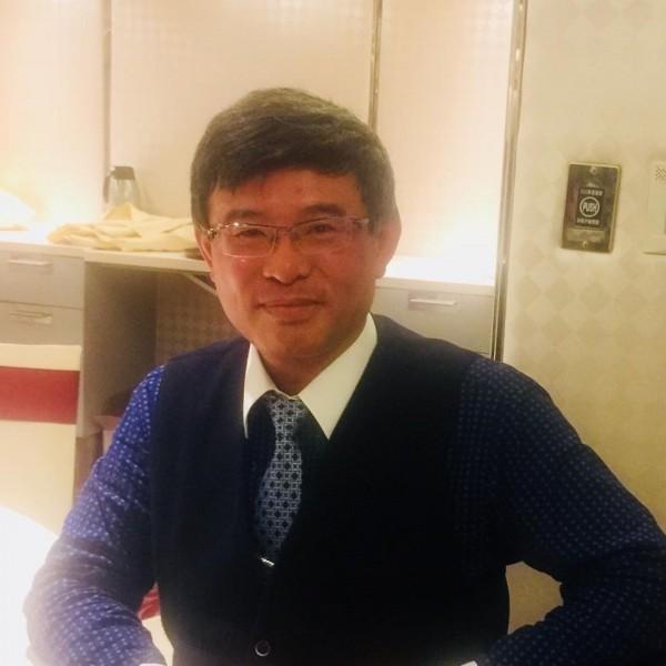 經濟學家吳嘉隆表示,他主張台灣要站在美國這邊,一起對付華為!(圖翻攝自吳嘉隆臉書)