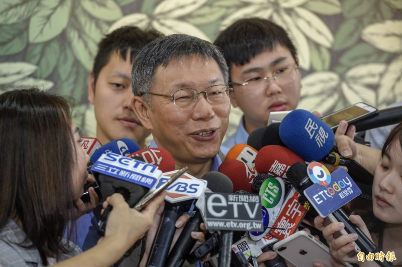 台北市長柯文哲22日出席臺北市泰北非營利幼兒園開幕園慶,會前接受媒體訪問。(記者叢昌瑾攝)