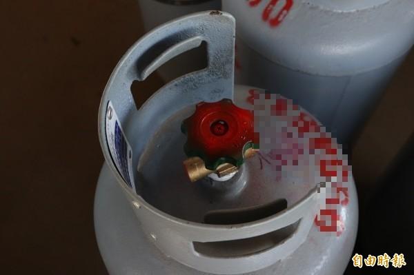 經濟部標檢局指出,台灣保安工業股份有限公司(TPA)進口的瓦斯鋼瓶,有部分開關因接口氣密性不佳,在使用時會產生漏氣現象,標檢局呼籲民眾別再使用應盡速更換。圖為示意圖。(記者林敬倫攝)