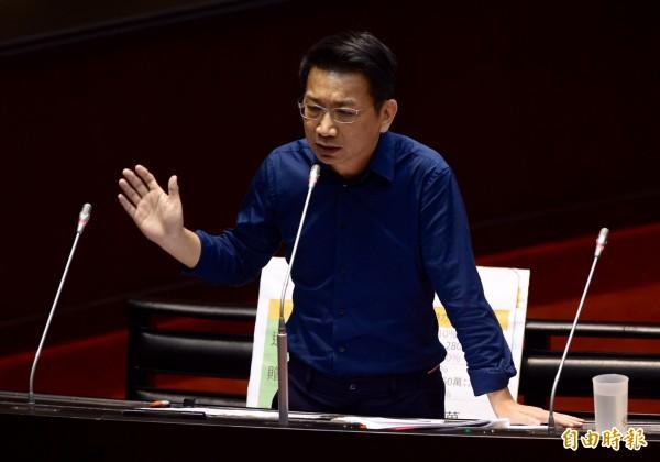 時代力量立委徐永明表今天在臉書表示,藍營首長自甘作為中國的統戰工具,更用俗語「人牽不走,鬼牽著直直走」形容這8名縣市長。(資料照,記者簡榮豐攝)