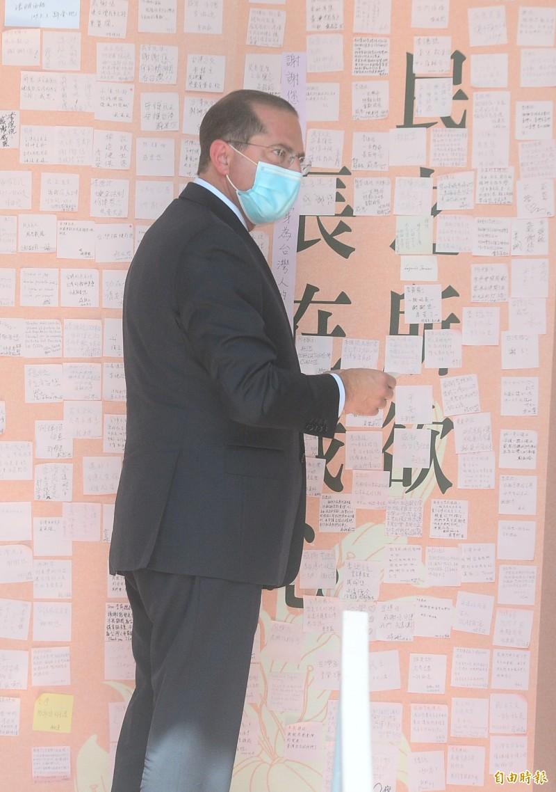 美國衛生部長阿札爾到前總統李登輝追思會弔唁。(記者王藝菘攝)