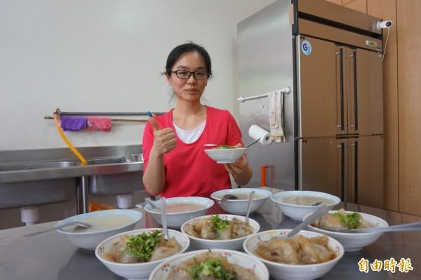 「元寶肉圓」業者詹涑雯傳承前婆婆製作肉圓的手藝,在竹崎開肉圓店,好吃又平價。(記者曾迺強攝)