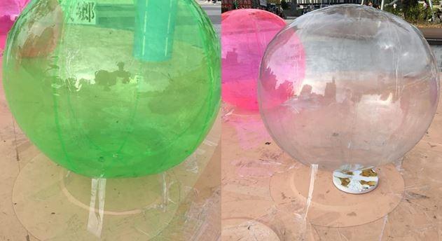 飾演珍珠的塑膠球被發現是用膠帶固定在地上。(圖擷取自江肇國臉書)