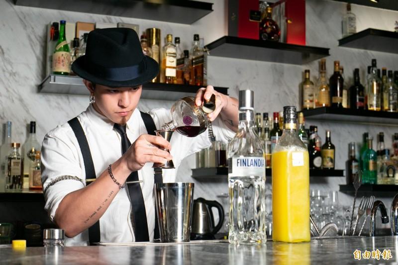 行政院下令財政部更正及釐清,夜店調酒今年起不會再被當成私釀酒遭開罰。示意圖。(資料照)