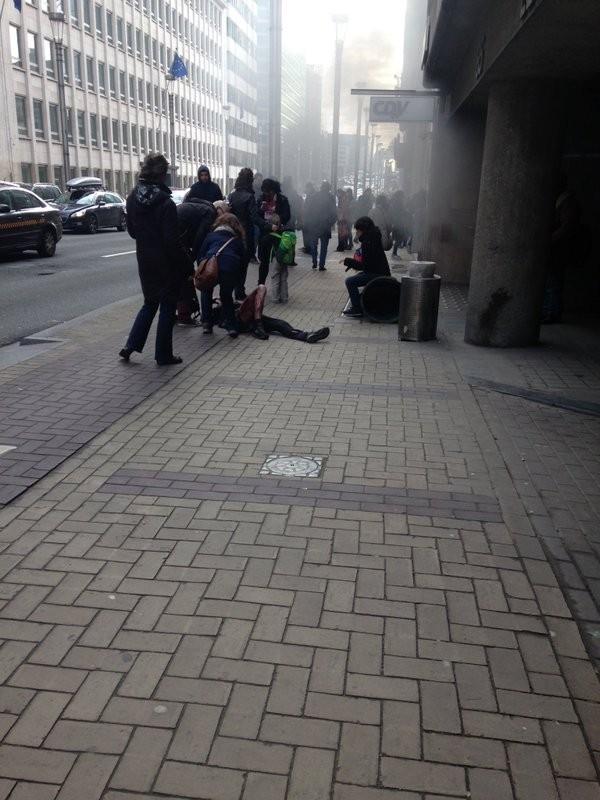 布魯塞爾中心的Maalbeek地鐵站也傳出爆炸,現場傳出已有20人死亡。(圖擷取自Twitter)
