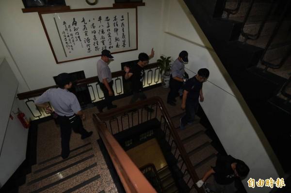 反課綱學生不滿教育部長不出來面對爭議,23日晚間闖進教育部大樓內,被警方驅離拘捕。台灣中社今天強烈譴責教育部暴力濫權。(資料照,記者廖振輝攝)