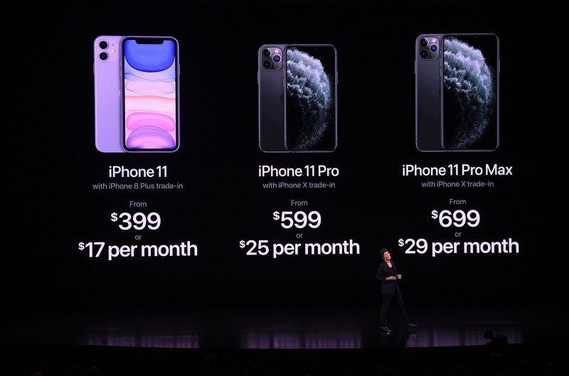 蘋果公司(Apple)今天發表3款最新一代iPhone手機,分別為iPhone 11、iPhone 11 Pro 和 iPhone 11 Pro Max,雖然升級幅度不大,但售價比起上一代更為便宜,是今年發表會的一大亮點。(法新社)