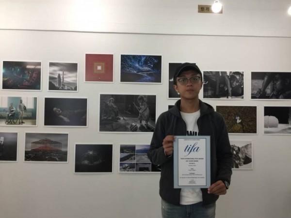 陳允楷上週到日本東京領獎,與國際攝影界互相交流。(陳允楷提供)