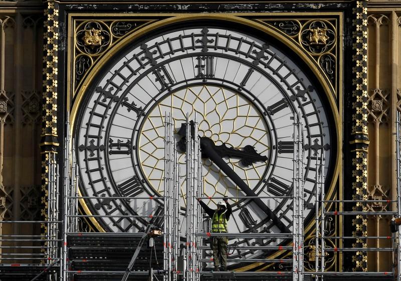科學家們聲稱在俄羅斯研究出一台能讓電子「倒轉時間」的時光機。(路透)