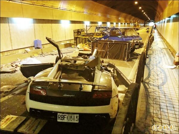 游瀚甯日前駕白色藍寶堅尼跑車,搭載女友「晨跑」,卻在剛出發不久,因車速過快,失控撞上換發燈具的工程車,造成2死3傷。(資料照)