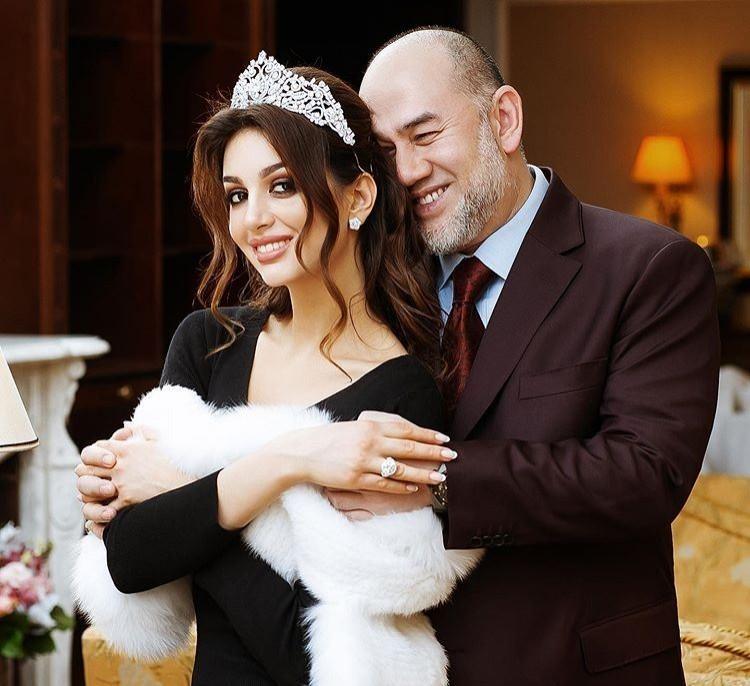 馬來西亞前最高元首,49歲的蘇丹穆罕默德五世與妻子莫斯科小姐沃沃迪娜結縭半年閃電離婚,還傳出兒子並非親生,消息引起社會譁然。(照片擷取自沃沃迪娜Instagram)