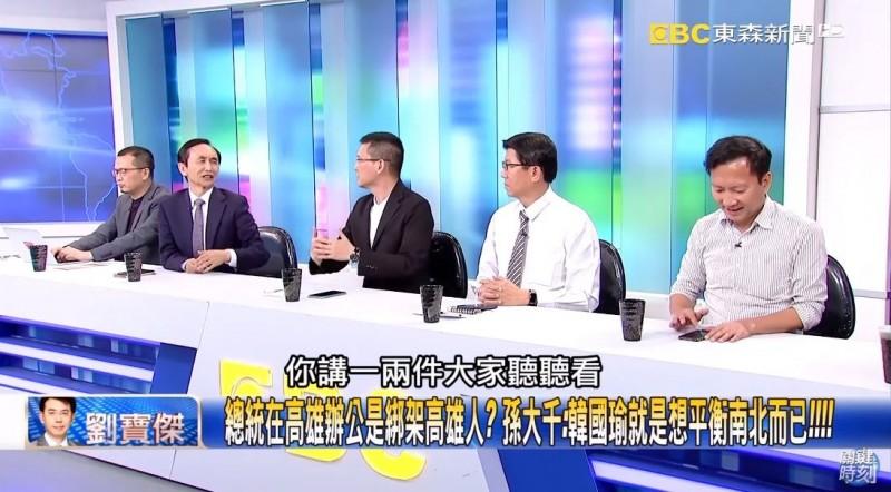 《美麗島電子報》董事長吳子嘉反問孫大千,「你講一兩件(指重大建設)大家聽聽看?」(圖擷取自《關鍵時刻》YouTube)