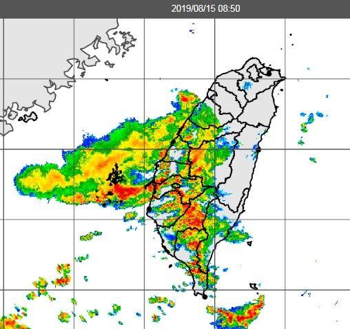 中南部、澎湖地區已有大雨發生。(擷取自中央氣象局)