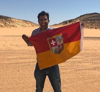 印度男子Suyash Dixit打算在埃及和蘇丹之間的無人區比爾泰維勒(Bir Tawil)建立「迪克西特王國」,並打算向聯合國發郵件請求批准。(圖擷取自Suyash Dixit臉書)