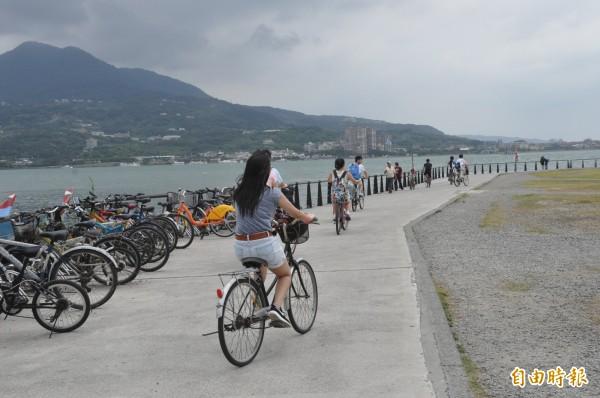 Ubike微笑單車進駐淡水後,嚴重影響當地單車業者生意。(記者郭顏慧攝)