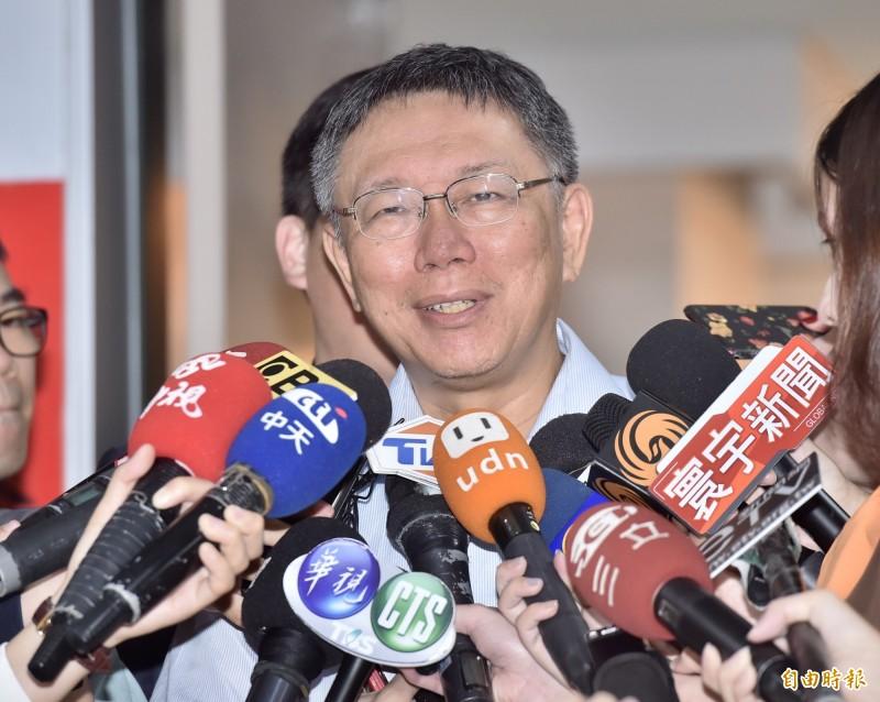 台北─上海雙城論壇4日起將在上海舉行,台北市議員要求柯文哲,到中國必須要為香港講話。(記者塗建榮攝)