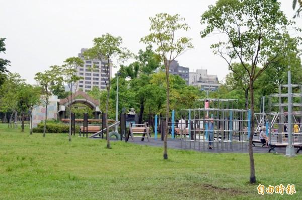 央行總裁彭淮南在前年種了6棵樟樹,但這幾棵樹至今仍長不大,葉片稀疏。(本報資料照)