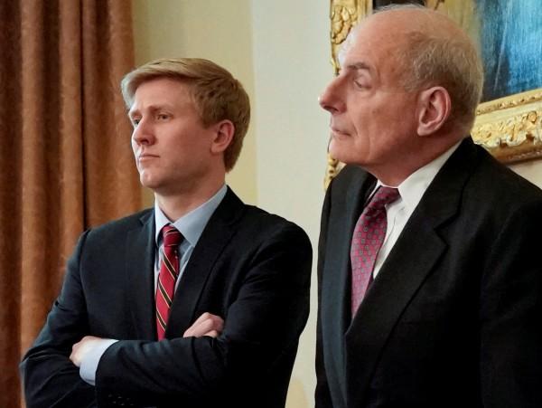 白宮幕僚長凱利(右)將於年底離職,據傳將由副總統彭斯的幕僚長艾爾斯(左)接任。(路透社)