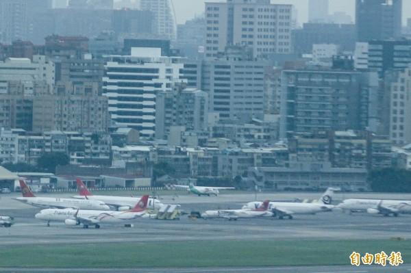 復興航空11架自有飛機正在由債權銀行團進行拍賣,興航提供參考售價為3億美金(約92億新台幣),有民航界人士評估,興航要賣到參考價的一半都很難。(資料照,記者叢昌瑾攝)