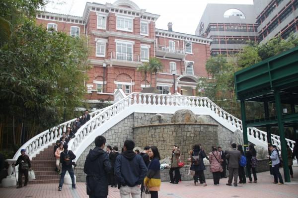 香港大學民意研究計畫今天公布的最新民意調查指出,54%的香港人贊成台灣重入聯合國,比上次調查上升8個百分點。圖為香港大學一景。(資料照,中央社)