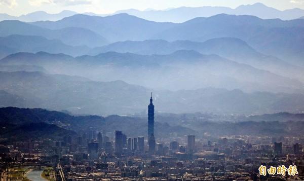 台北101大樓今年暑假期間首次推出「高空夜遊101」露營活動,預計於7月下旬至8月下旬的周末舉辦共計6個梯次,7月5日起開放報名。(資料照,記者張嘉明攝)