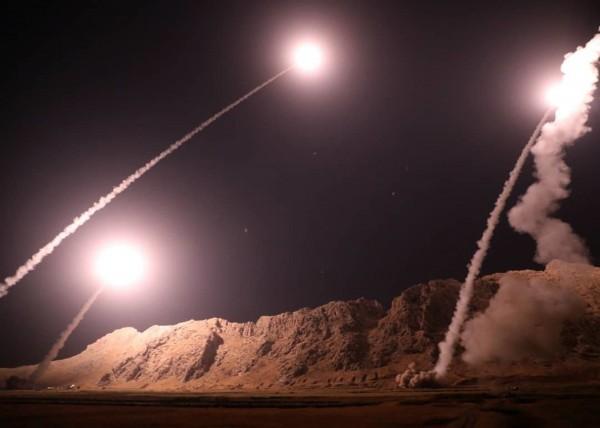 伊朗昨日發射數枚飛彈襲擊敘利亞恐怖份子。(美聯社)