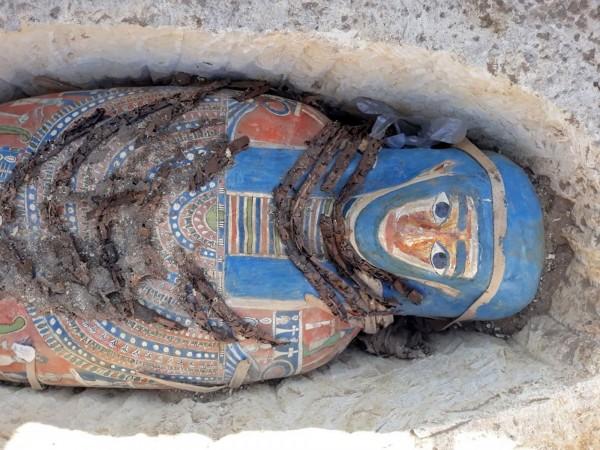 埃及文物部在臉書上宣布又發現了8具木乃伊。(法新社)